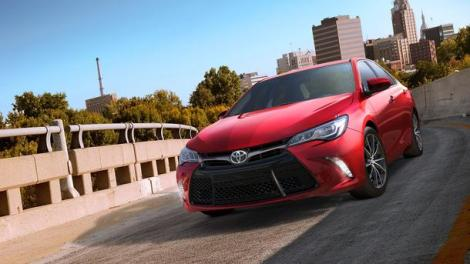 2015_Toyota_Camry_XSE_02_featured