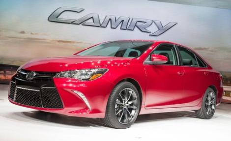 2015_Toyota_Camry_NYIAS_Reveal_003_58601_2524_low