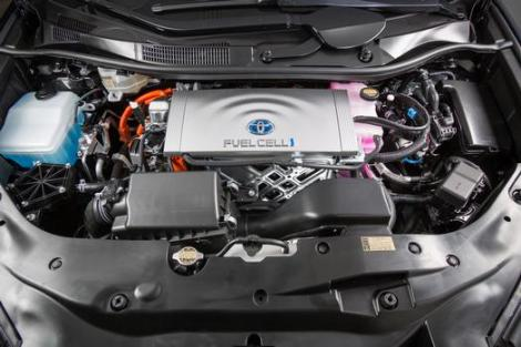 2016_Toyota_Fuel_Cell_Vehicle_009_63941_42747_low