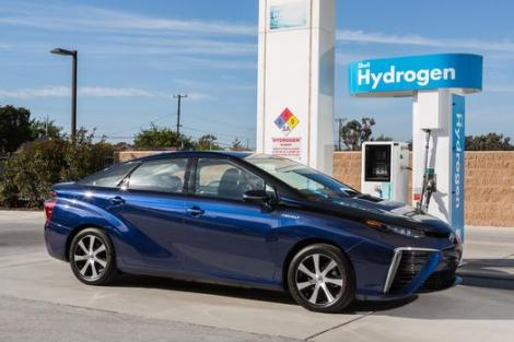 2016_Toyota_Fuel_Cell_Vehicle_green-car-of-the-year